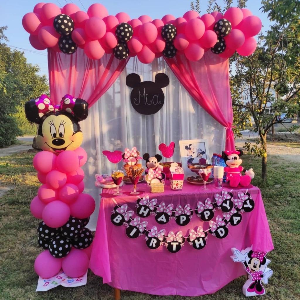 Декорација со балони и слатка маса со тема Minnie Mouse