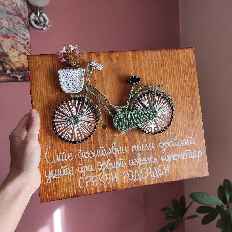 Дрвена слика за на ѕид со велосипед