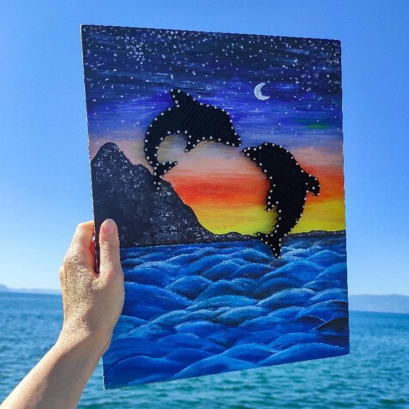 Рачно изработена слика со делфини
